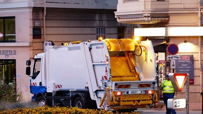 Ex-Garbage Man Love Story Shared By Son Is Going Viral For The Right Reasons